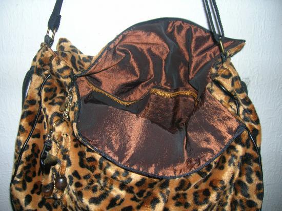 Sac  léopard 35 x 40 avec bandoulière noire