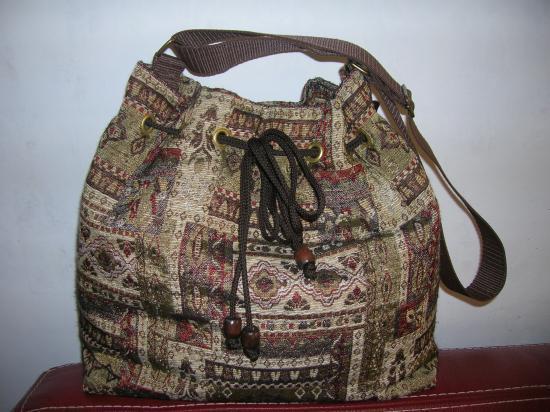sac avec oeillets 40 x 34 cm