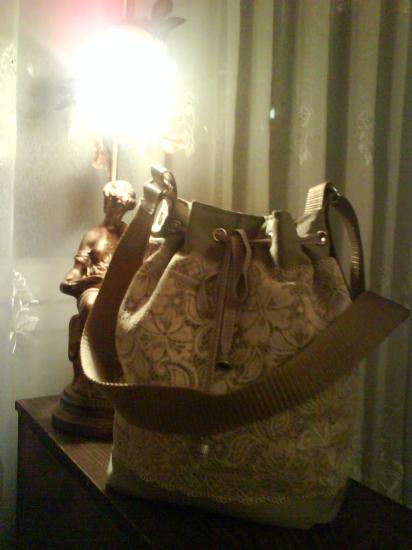 Dentelle ivoire (vendu)